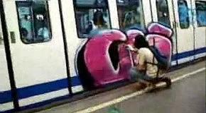 Как бомбят поезда у них