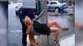 Пьяная дама с шестом