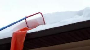 Как правильно чистить снег с крыши