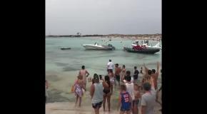 Месси на лодке сбежал от назойливых фанатов