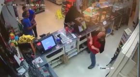 У грабителя отобрали оружие