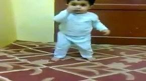 Малыш протаранил стенку