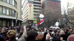 """В Москве протестующие уже кричат: """"Беркут!"""" и """"Банду геть!"""""""