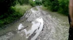 Как вытащить машину из грязи  Дороги на Десне