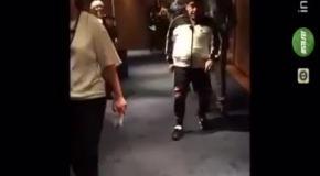 Толстый Марадона эффектно прокинул мяч между ног ничего не подозревающей девушке
