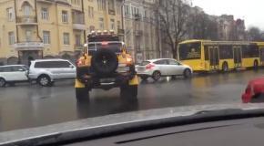 Поярков едет в Верховную Раду нарушая ПДД (1.04.2014)