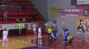 Сербский арбитр ударил вратаря во время матча