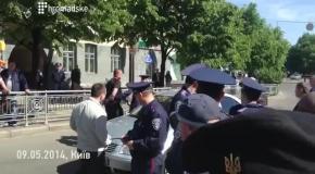 В Киеве 9 мая на Площади Славы задержали человека с оружием