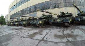 В Харькове блоггеры беспрепятственно проникли на танковый склад