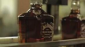 Новогодняя елка из виски Jack Daniel's