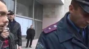 Охрана Азарова напала на журналистов. Скандальный визит премьера в Бровары