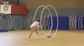 Завораживающая гимнастика с колесом