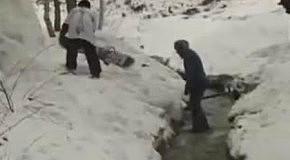 Испытание трамплина сноубордистом
