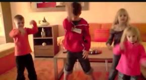 Малышня танцует