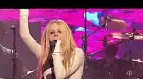 Avril Lavigne - Girlfriend (Live)