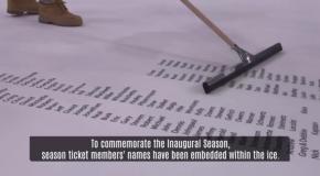 Вегас Голден Найтс нанес имена владельцев сезонных абонементов на лед домашней арены