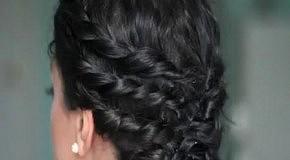 Прическа для вьющихся волос на каждый день