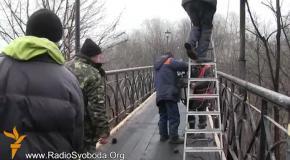 Мост влюбленных отремонтировали активисты Евромайдана