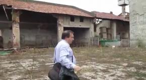 Заброшенный ферма из пастельных тонах на стенах