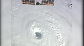"""В NASA показали,  как выглядит из космоса ураган """"Изель"""""""