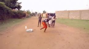 Детишки круто  танцуют