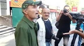Сотрудник посольства Грузии набросился на голых FEMEN и избил журналиста