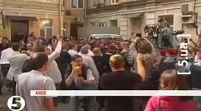 Арешт Тимошенко: Беркут розштовхує людей