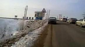 Автомобилисты остановили пьяного сотрудника ДПС