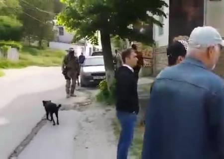 ВСимферополе русские силовики вторглись собыском вдом крымскотатарской журналистки