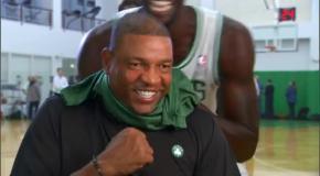 Баскетболисты NBA веселятся во время интервью