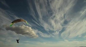 Экстремальные трюки с парашютом