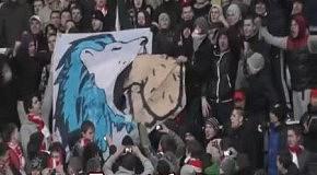 Фанаты Спартака издеваются над болельщиками Зенита
