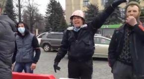 В Харькове столкнулись активисты Майдана и Антимайдана - прошло без драки