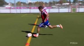 Футболисты Баварии играют на тренировках в фут-боулинг