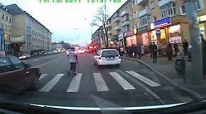 Выхватила ребёнка из-под колёс