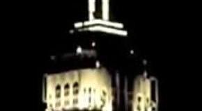 Световое шоу на Эмпайр-стейт-билдинг под песню Алишы Киc