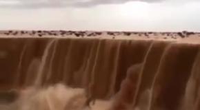 Песочный водопад в Саудовской Аравии
