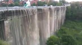 Водопад на Новоплановсаком мосту