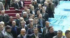 Спикера Верховной Рады Украины закидали яйцами