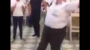 Большие люди тоже умеют танцевать!