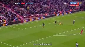 17-летний полузащитник красиво забил дебютный гол за Ливерпуль