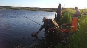 На рыбалке.Внучка рыбачка.