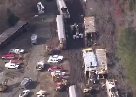 ВСША потерпел крушение поезд перевозивший 120 авто БМВ