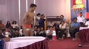 Безумная индийская гимнастика на шесте