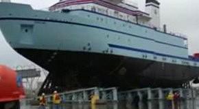 Новенький корабль