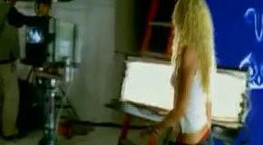 Shakira - Que Me Quedes Tu