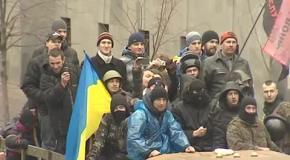 Олег Тягнибок розповідає громаді про рішення парламенту
