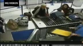 В аэропорту две женщины устроили стриптиз