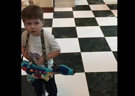 Играет играет со своими цицьками фото 758-50