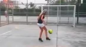 Футболистка на каблуках